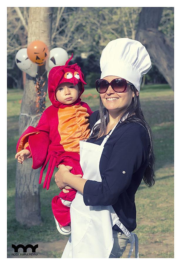 Mamá cheff lista para cocinar a su langosta