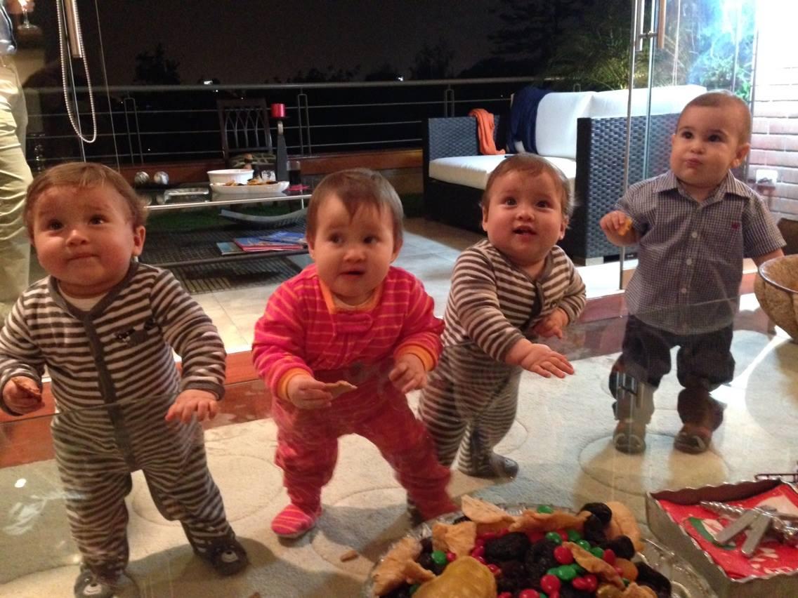 Fotito navideña de Joaquin y sus primos trillizos. ¡Que buena pandilla!