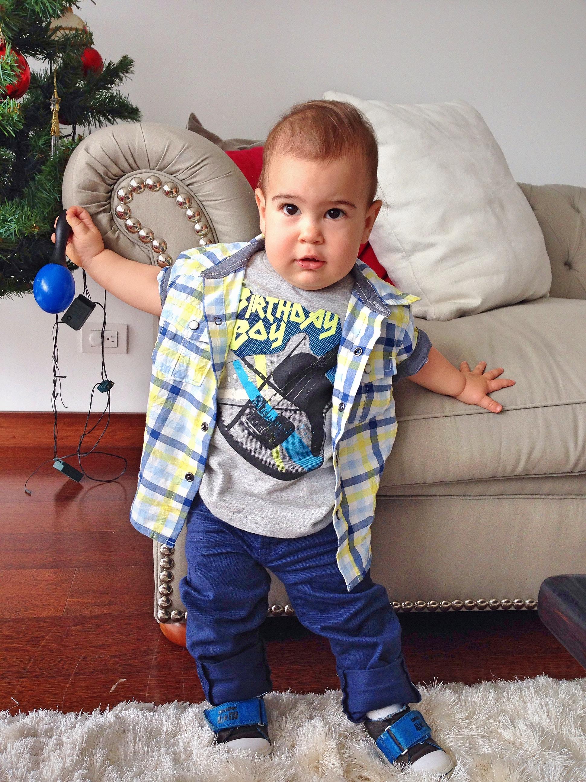 Birthday Boy listo para ir a su fiesta. Look completo de Gap Perú. Baby Gap tiene cosas lindas!!