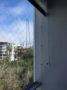 Yo uso as mallas para enganchar las pitas de las cortinas ;)